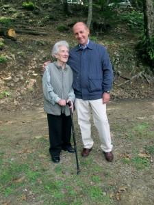 Laura Seghettini con Giorgio Pagano, Adelano di Zeri, 22 luglio 2011, anniversario della morte di Facio (foto archivio Cds)