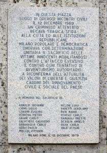 Milano, piazza Fontana: lapide in memoria delle vittime della strage del 12 dicembre 1969    (2014)  (foto Giorgio Pagano)
