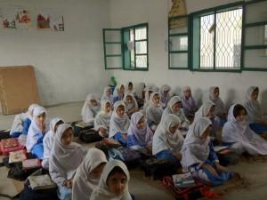 Didascalia: Pakistan, Lower Dir, alunne in una scuola riabilitata   (2012)   (foto archvio Alisei)
