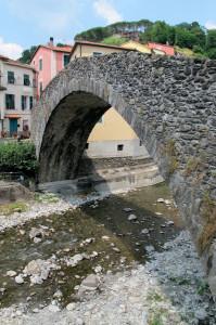 Varese Ligure, il ponte Grexino   (2013)   (foto Giorgio Pagano)