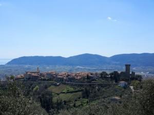 Veduta di Castelnuovo Magra da Vallecchia (2015) (foto Giorgio Pagano)