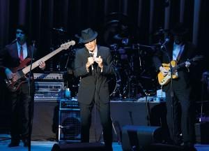 Firenze, Piazza Santa Croce, concerto di Leonard Cohen    (2010)    (foto Giorgio Pagano)