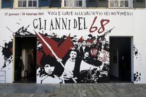 """Genova, Palazzo Ducale, ingresso alla mostra """"Gli anni del 68 - voci e carte dall'Archivio dei movimenti""""    (2017)    (foto Giorgio Pagano)"""