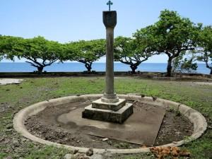 Sao Tomé, Anambò, monumento nel luogo in cui sbarcarono i portoghesi il 21 dicembre 1271, scoprendo l'isola    (2016)    (foto Giorgio Pagano)