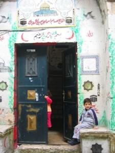 Gerusalemme, bambini palestinesi    (2005)    (foto Giorgio Pagano)