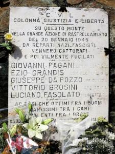 Monte Dragnone, la lapide in memoria di Giovanni Pagani e dei suoi compagni    (2017)    (foto Giorgio Pagano)