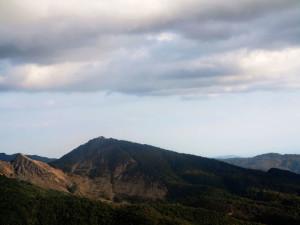 Veduta del monte Dragnone dalla strada per il passo del Rastrello (2017)    (foto Giorgio Pagano)