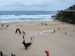 """Australia, Sydney, sculture in spiaggia a Bondi Beach, mostra fotografica """"Il mare, la sua vita, il suo contesto"""", Lerici, Circolo della vela Erix, 19-28 settembre 2014    (2006)    (foto Giorgio Pagano)."""