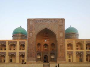 Bukhara, Madrasa di Mir-i-Arab    (2017)    (foto Giorgio Pagano)