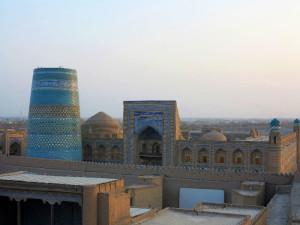 Khiva, veduta della Città Vecchia dalla Torre di Guardia delle mura    (2017)    (foto Giorgio Pagano)