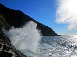 """La Spezia, Tramonti, mareggiata a Fossola, mostra """"La forma dell'acqua"""", Lerici, Enoteca Baroni, 17-31 maggio 2018  (2017)  (foto Giorgio Pagano)"""