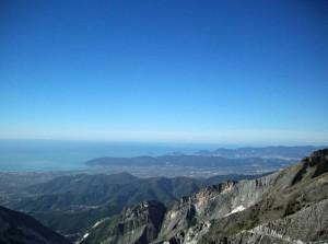 Veduta della Val di Magra e del Golfo della Spezia dalle Alpi Apuane, sentiero Foce Pianza-Foce del Canaletto (2010) (foto Giorgio Pagano)