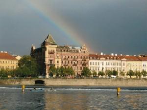 Praga, la riva del fiume Moldava, 2005 (foto Giorgio Pagano).