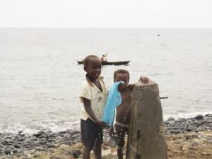 Sao Tomé, Neves, bambini (2015) (foto Giorgio Pagano).