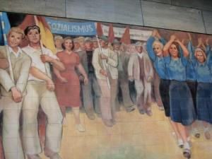 """Berlino, decorazioni risalenti al """"socialismo reale""""  (2005)  (foto Giorgio Pagano)"""