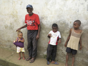 Sao Tomé e Principe, Nova Moca, vecchio e bambini (2016) (foto Giorgio Pagano)