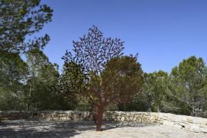 Gerusalemme, Yad Vashem (Memoriale dellìOlocausto), la scultura dell'albero vivente nel Memoriale dei partigiani (2019) (foto Giorgio Pagano)