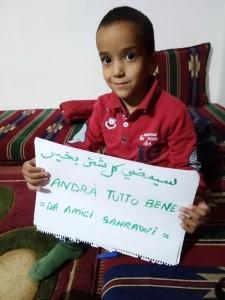 Bambino del campo dei rifugiati del popolo Saharawi della wilaya (provincia) di Smara, nel deserto algerino (18 marzo 2020) (foto archivio Giancarlo Saccani)