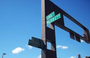 New York, incrocio tra Boulevard Malcolm X e Boulevard Martin Luther King  (2008) (foto Giorgio Pagano)